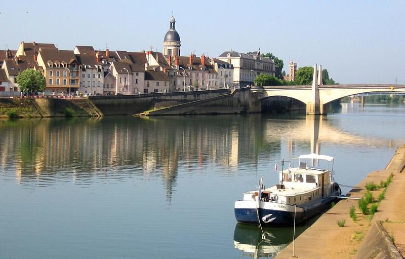 Vue sur la ville de Chalon-sur-Saône depuis les quais