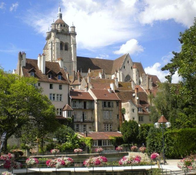 Le quartier des Tanneurs et la Collégiale Notre-Dame de Dole